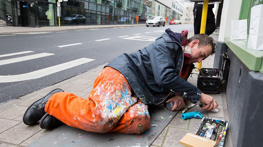 Deze kunstenaar maakt de wereld mooier met kauwgum