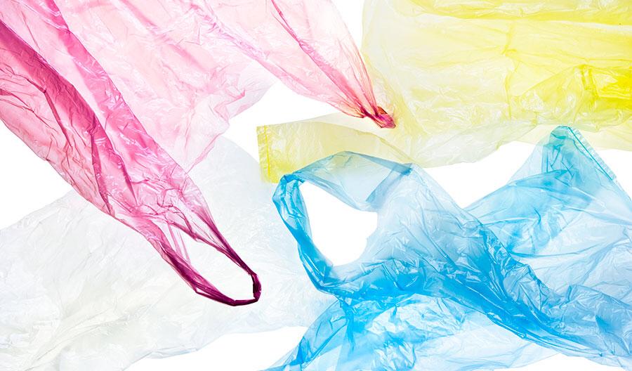 Hoe kan het dat we nog steeds zoveel plastic zakjes gebruiken?