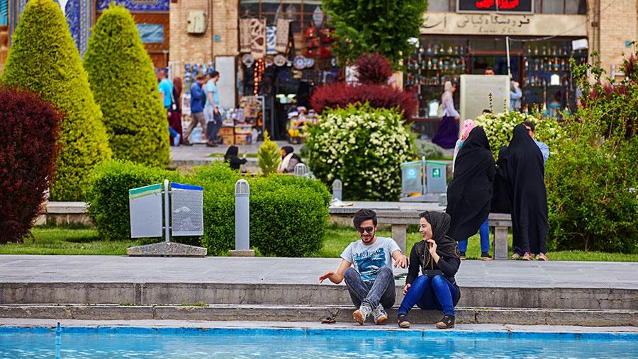 """De Iraanse datingrevolutie: """"Friends is onze Koran voor relaties"""""""