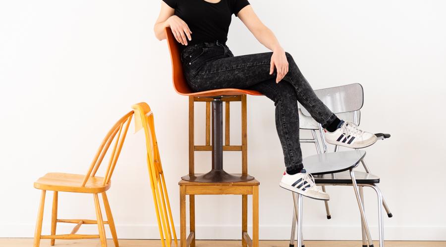 Kringwinkelliefde: de verschillende-stoelen-set-beweging